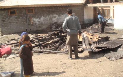 چترال کے مضافاتی علاقے چمرکن میں اشرف علی کا گھر جل کر خاکستر، پندرہ لاکھ کا نقصان ہوا، مالک کی دہائی