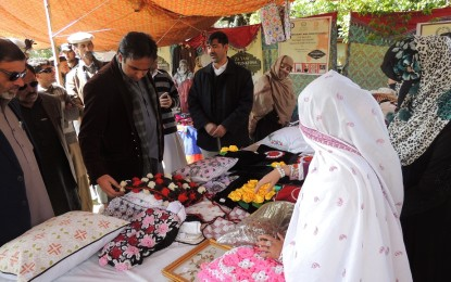 روایتی دستکاری کو فروغ دینے اور خواتین کے لئے روزگار کے مواقع پیدا کرنے کے سلسلسے میں ضلع چترال میں دو روزہ نمائش کا آغاز