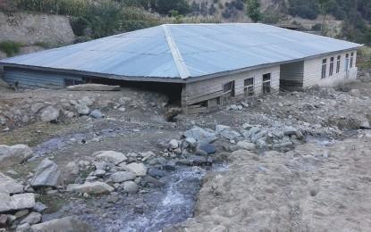 مسمار شدہ اور سہولیات سے عاری ناقص عمارتوں کی وجہ سے کوہستان میں تعلیمی نظام متاثر ہورہا ہے