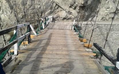 دیامر کے مختلف علاقوں کو چلاس سے ملانے والا پل خستہ حالی کی وجہ سے خطرناک بن چکا ہے