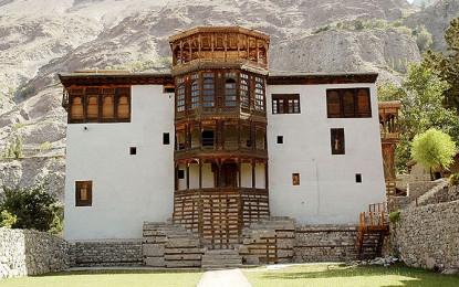 خپلو میں پارکنگ کے ناقص انتظامات کی وجہ سے سیاحتی اور تاریخی مقامات کے ارد گرد رہائش پذیر مقامی عاجز آگئے
