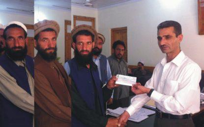 کوہستان کے گاوں اتھور باڑی میں مبلے تلے دبے 25 افراد میں سے 15 کے لواحقین کو 45 لاکھ روپے کے چیکس دے دئے گئے