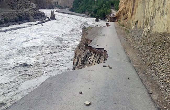پاک آرمی نے چھاپہ مار کر چترال کے علاقے شغوریونین کونسل کے ناظم عبدالقیوم کی دکانوں سے لاکھوں روپے کا امدادی سامان برآمد