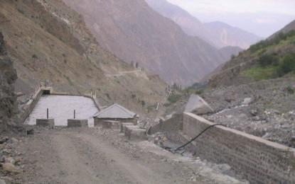متبادل اراضی فراہم کیا جائے ، نلتر 18 میگاواٹ بجلی منصوبے سے متاثرہ ہونے والے گاوں کے باسیوں نے احتجاجا بجلی گھر بحالی کا کام رکوا دیا