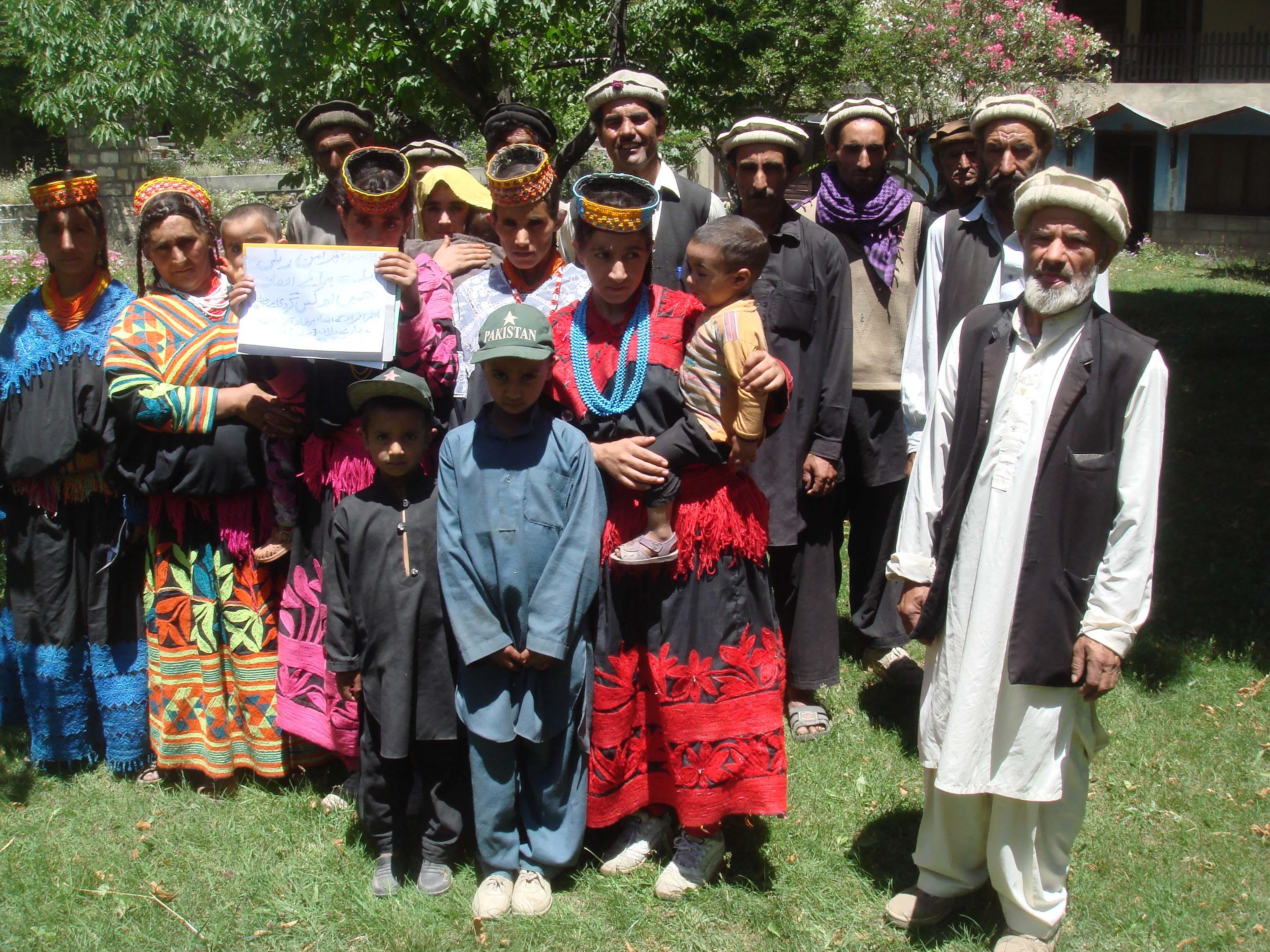 مخالف گروپ پولیس کی مدد سے زمین پر قبضہ جمانا چاہتی ہے، بریر نامی گاؤں میں کالاش خاندان کا انصاف کے لئے اپیل