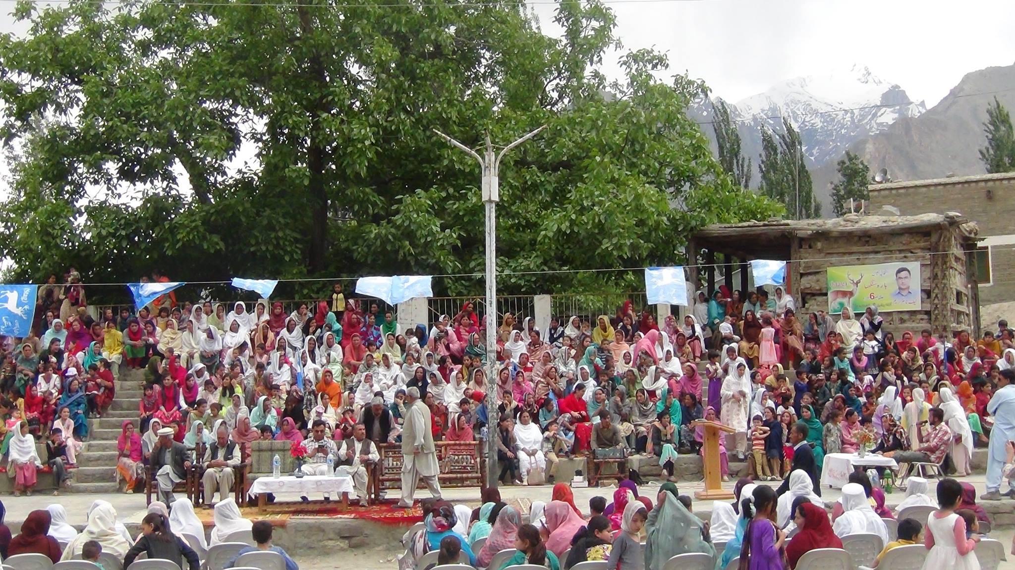 آزاد امیدوار نیکنام کریم کا آبائی گاوں حیدر آباد ہنزہ میں انتخابی جلسہ، خواتین نے بڑی تعداد میں شرکت کی