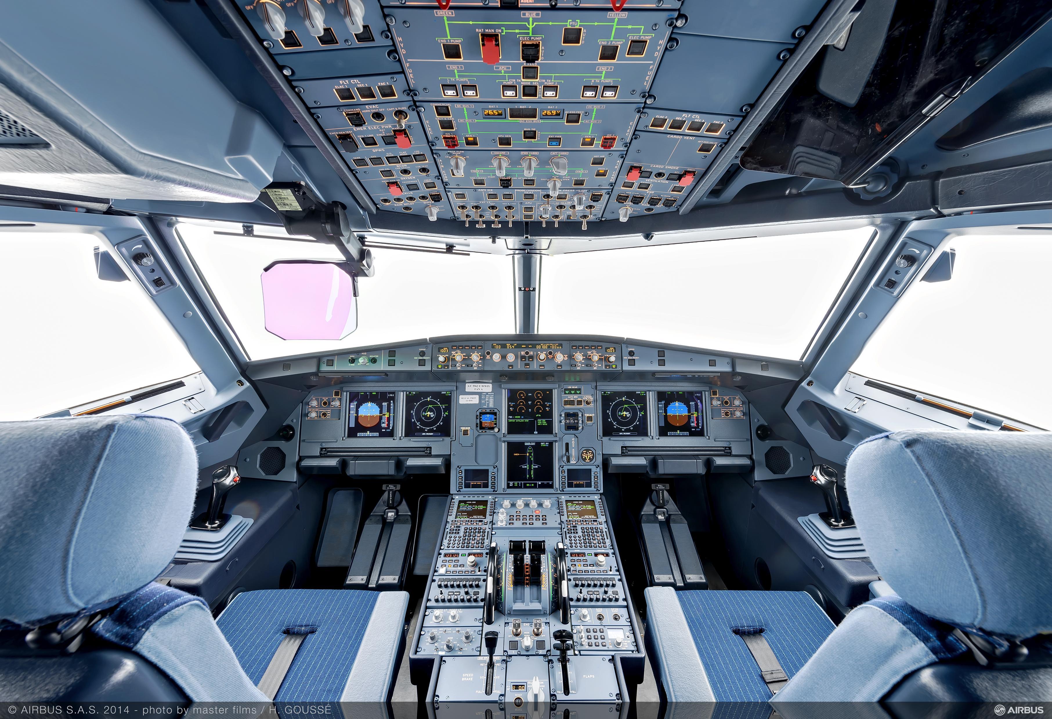 گلگت بلتستان کی ہونہار طالبہ ایمن عامر نے پرائیویٹ پائلٹ کی لائسنس حاصل کر لی