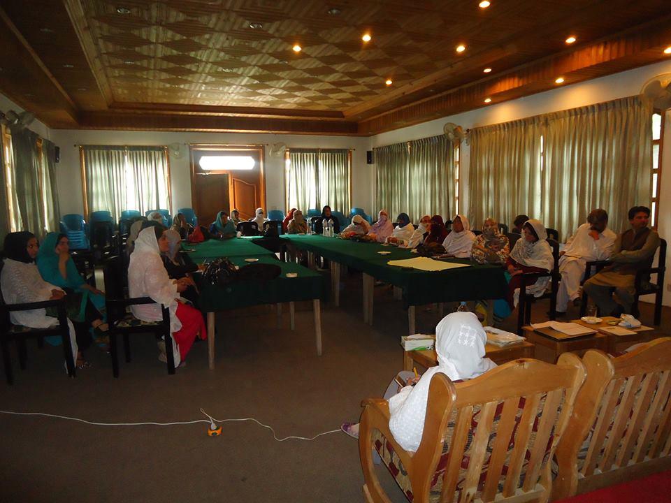 چترال کی خواتین کے مسائل کے حل پر سنجیدگی کے ساتھ توجہ دی جائے۔آواز پروگرام کے زیر اہتمام اجلاس میں قرارداد