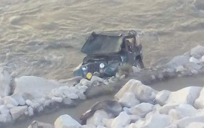 پیپلز پارٹی گلگت بلتستان کے بانی رہنما یونس کباڑی کی گاڑی دریا میں گر گئی