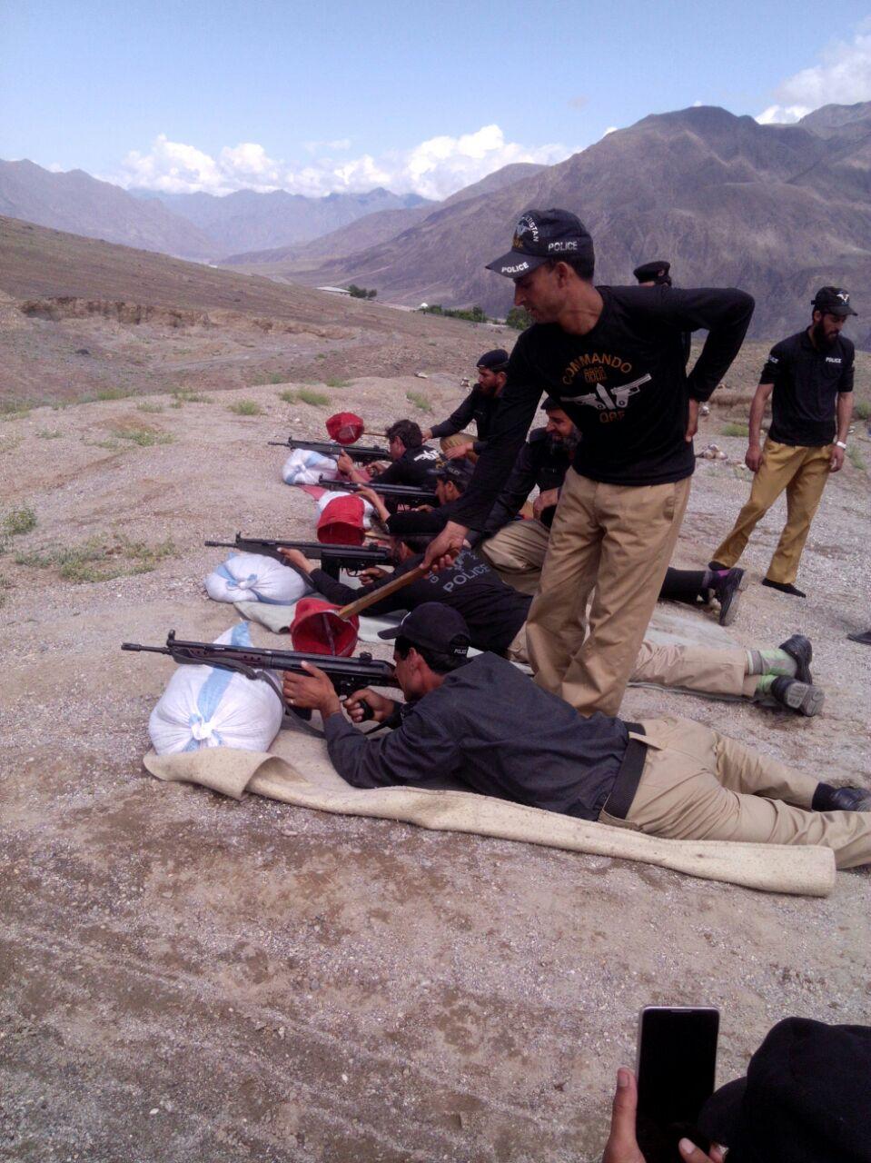 ضلع دیامر میں پولیس نوجوانوں کی مہارت میں اضافہ کرنے کے لئے فائرنگ کی تربیت کا آغاز