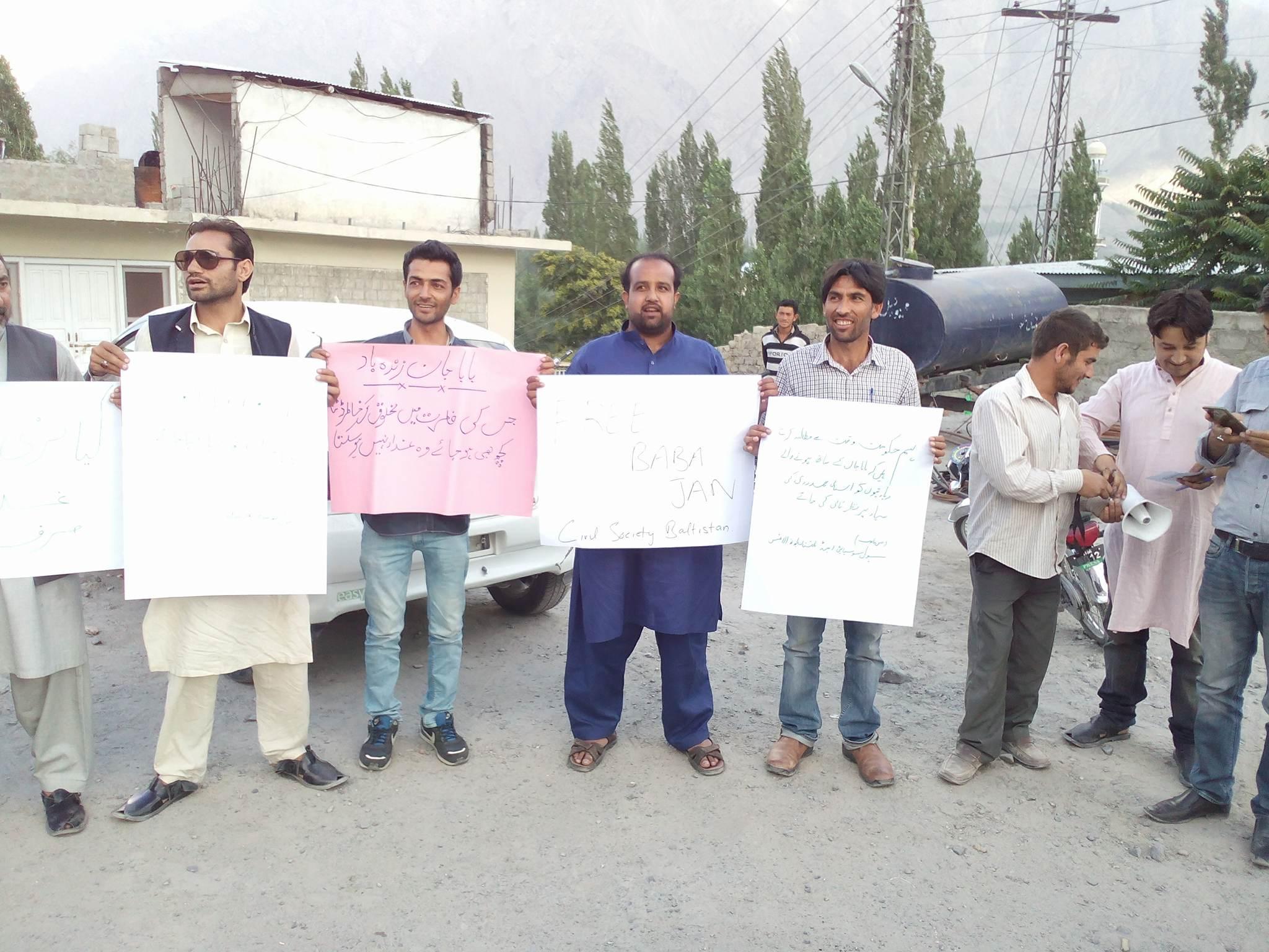 سکردو میں سول سوسائٹی اور بلتستان یوتھ الائنس کے زیرِ اہتمام اسیر ترقی پسند رہنما بابا جان کے حق میں احتجاجی مظاہرہ