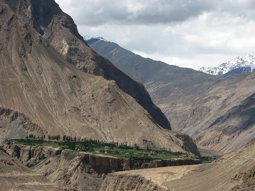 وادی گوجال کے گاوں رمینجنی تک جانے والی رابطہ سڑک دس دنوں سے منقطع، مکین پریشان