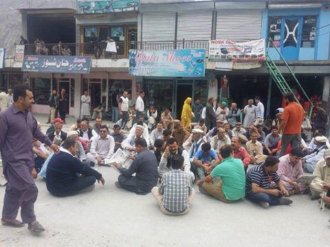 ہنزہ ضلعی انتظامیہ کے ساتھ کامیاب مذاکرات کے بعد انتخابی امیدواروں نے دھرنا دو دنوں کے لئے موخر کردیا