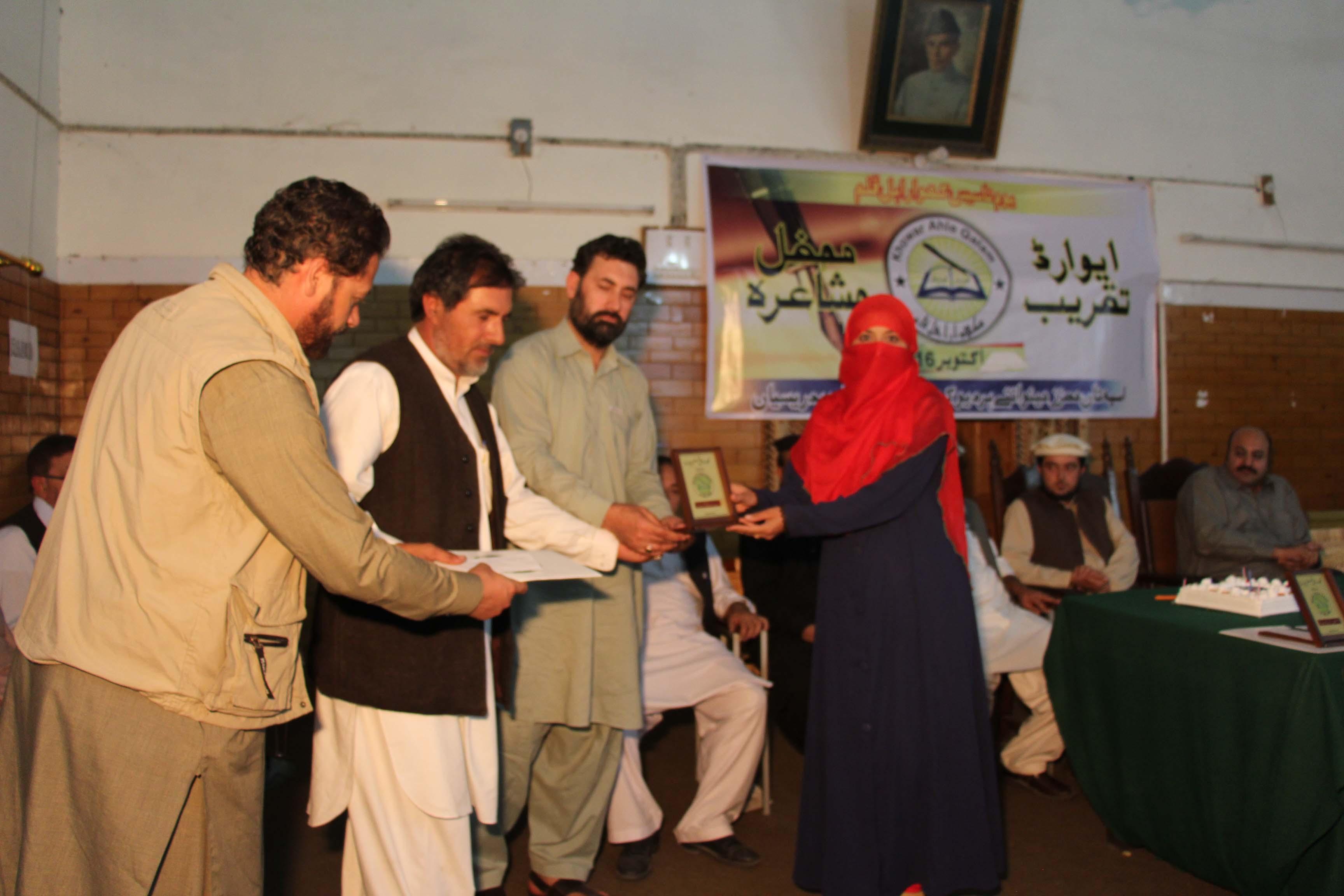 ادبی تنظیم کھواراہل قلم کی یوم تاسیس اور تقسیم انعامات کی تقریب، پہلی بار خواتین کو بھی ایوارڈ ز دئیے گئے