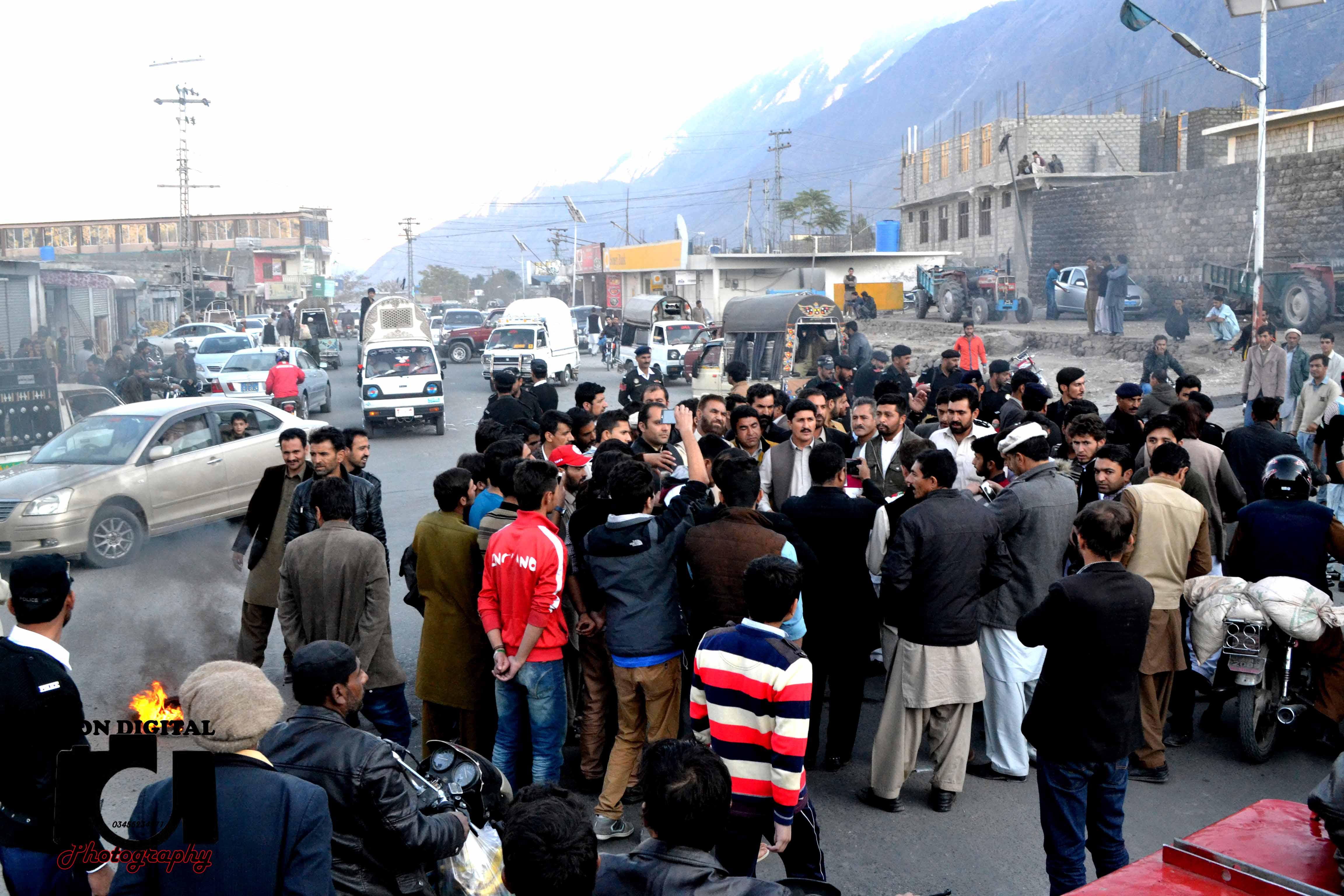 اسلام آباد میں پارٹی کارکنوں کی گرفتاریوں کے خلاف تحریک انصاف کا گلگت میں احتجاجی مظاہرہ