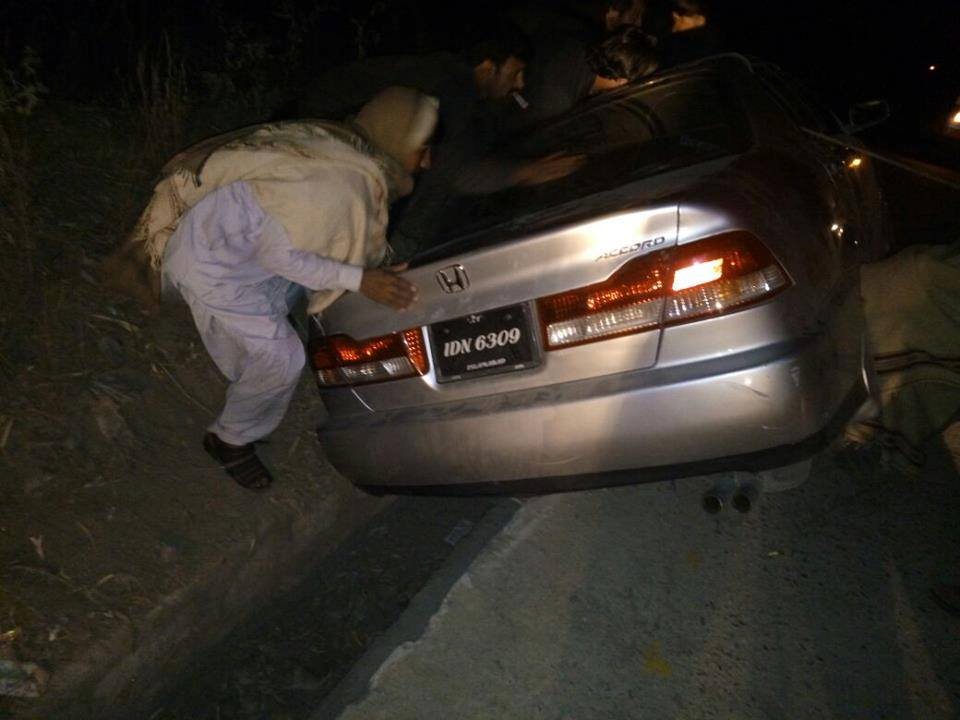 گلگت سے لاہور کنونشن میں شرکت کے لئے جاتے ہوے جیالوں کی گاڑی کو حادثہ، دو زخمی ہوگئے