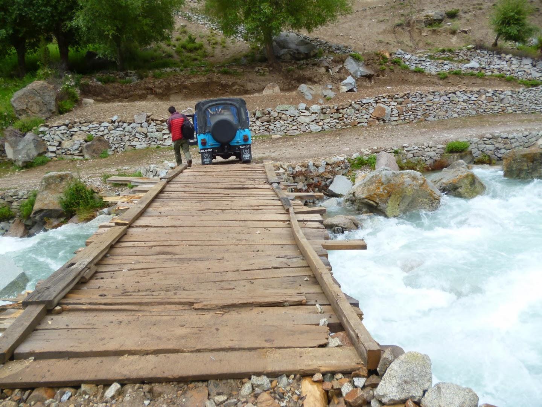 تحصیل یاسین کے مختلف گاوَں کو ملانے والے پل انتہائی خستہ حال،ٹریفک حادثات کے قوی امکان