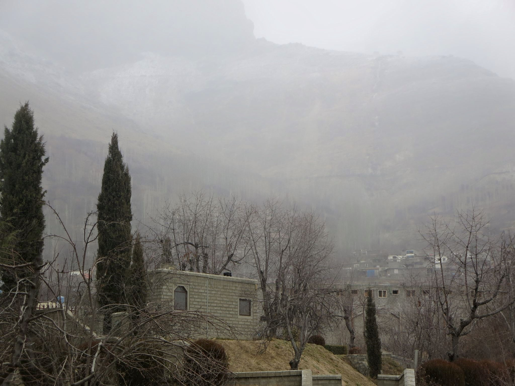 ہنزہ، نگراورگرد نواح میں موسم سرما کی پہلی برف باری جاری