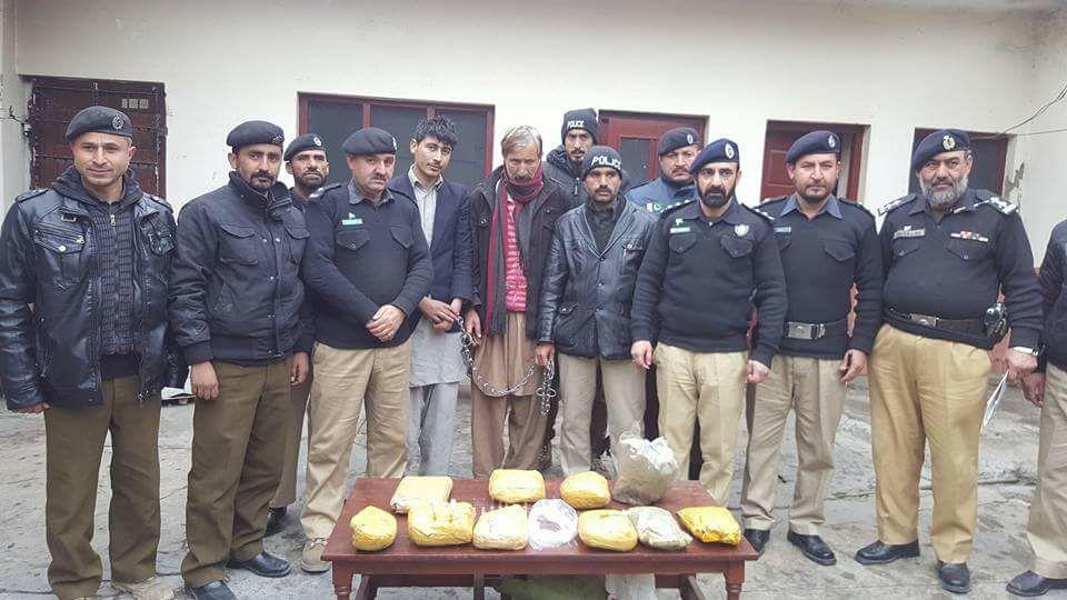 منشیات فروشوں کے خلاف گلگت پولیس کی بڑی کاروائی، دس کلو گرام چرس برآمد، ملزمان گرفتار