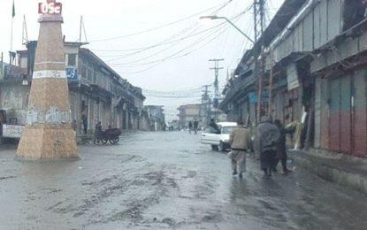 چلاس: چلاس شہر میں تین ماہ بعد بارش، پانی سے سڑکیں تالاب بن گئے،نکاسی آب کا انتظام نہ ہونے سے جگہ جگہ سڑک کھنڈرات میں تبدیل ہوگئی