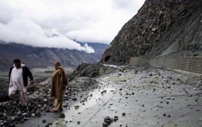 گلگت بلتستان میں بارشوں اور برف باری کا سلسلہ جاری ، جی بی کا ملک کے دیگر حصوں سے رابطہ منقطع ہو گیا، رحیم آباد گلگت میں32گھرانوں کو ٹینٹ ویلج منتقل کر دیا گیا