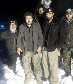 چترال: دروش پولیس نے اپنی جان پر کھیل کر 25 مسافروں کو موت کے منہ میں جانے سے بچا لیا