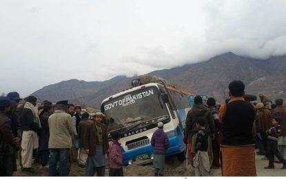 چلاس کے مضافات تھلپن کے قریب شاہراہ قراقرم پر مسافر کوچ کھائی میں جاگری کوئی جانی نقصان نہیں ہوا