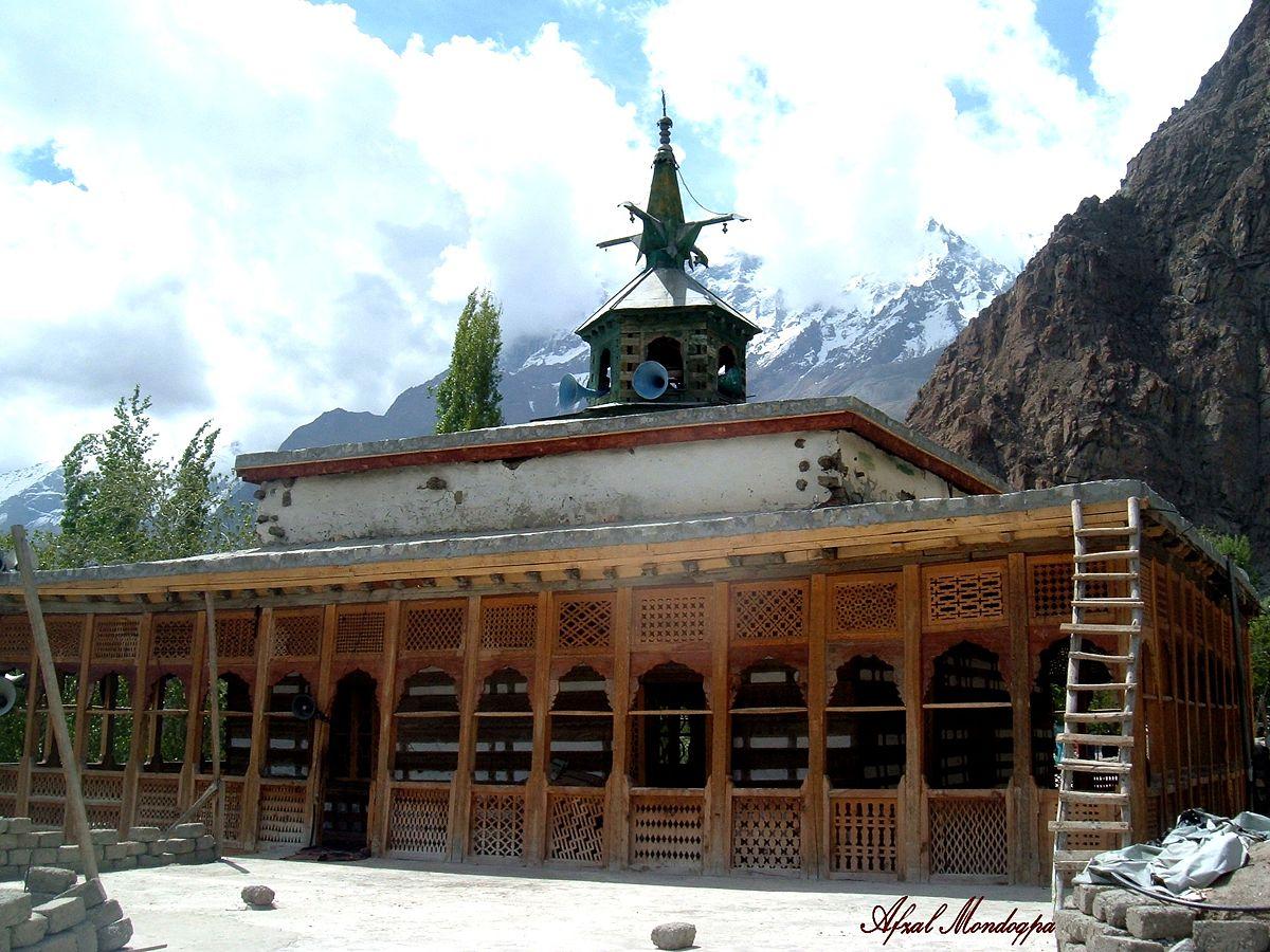 گانچھے : سات سو سالہ تاریخی جامع مسجد چق چن خپلو میں دس روزہ اعتکاف شروع