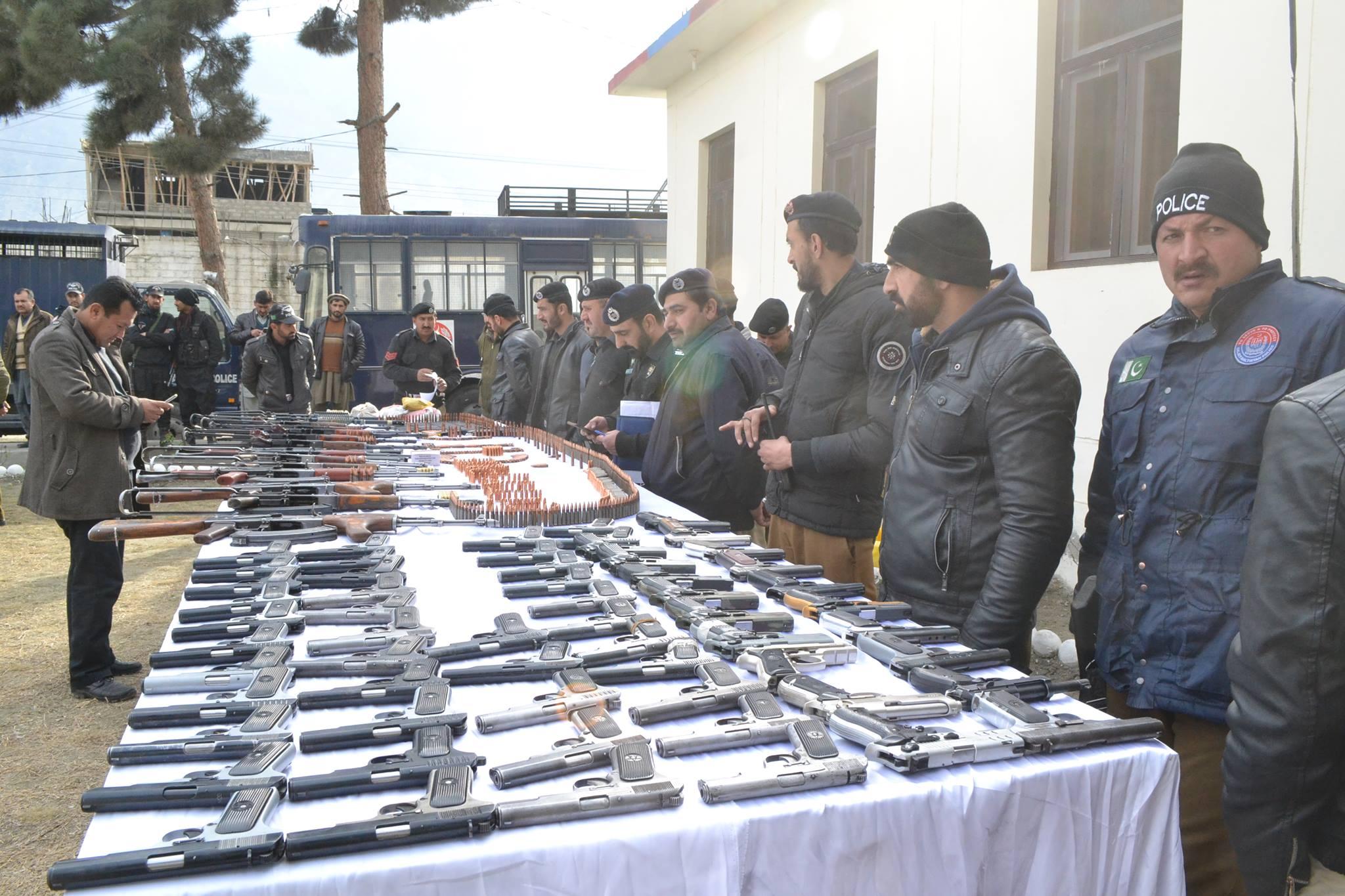 گلگت، دہشتگردی کی سازش پکڑی گئی، بنوں سے تعلق رکھنے والے شخص کی گاڑی سے بڑی مقدار میں ہتھیار برآمد