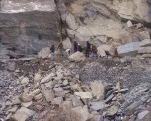 چترال: گرم چشمہ روڈ برفباری کے تین ہفتے بعد بھی بند، عوام کو شدید مشکلات کا سامنا