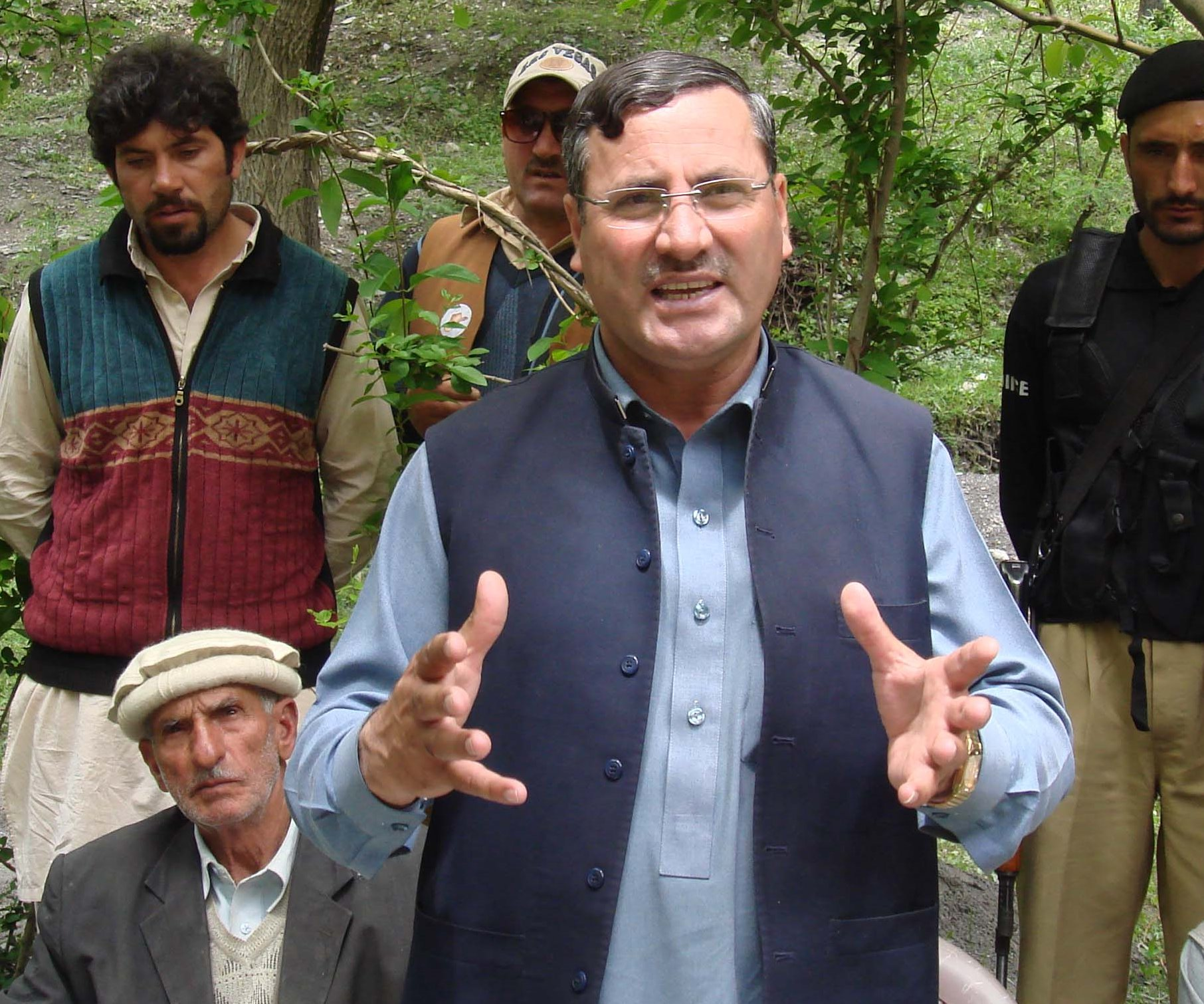 اے این پی کے دوستوں کومشورہ ہےکہ آئندہ سوچ سمجھ کربیان بازی کریں ورنہ لینے کے دینے پڑجائیں گے، سلیم خان