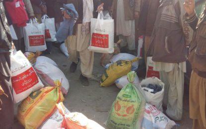 چترال : قاری فیض اللہ چترالی کی طرف سے چترال میں برفباری سے متاثرہ خاندانوں میں امدادی سامان تقسیم