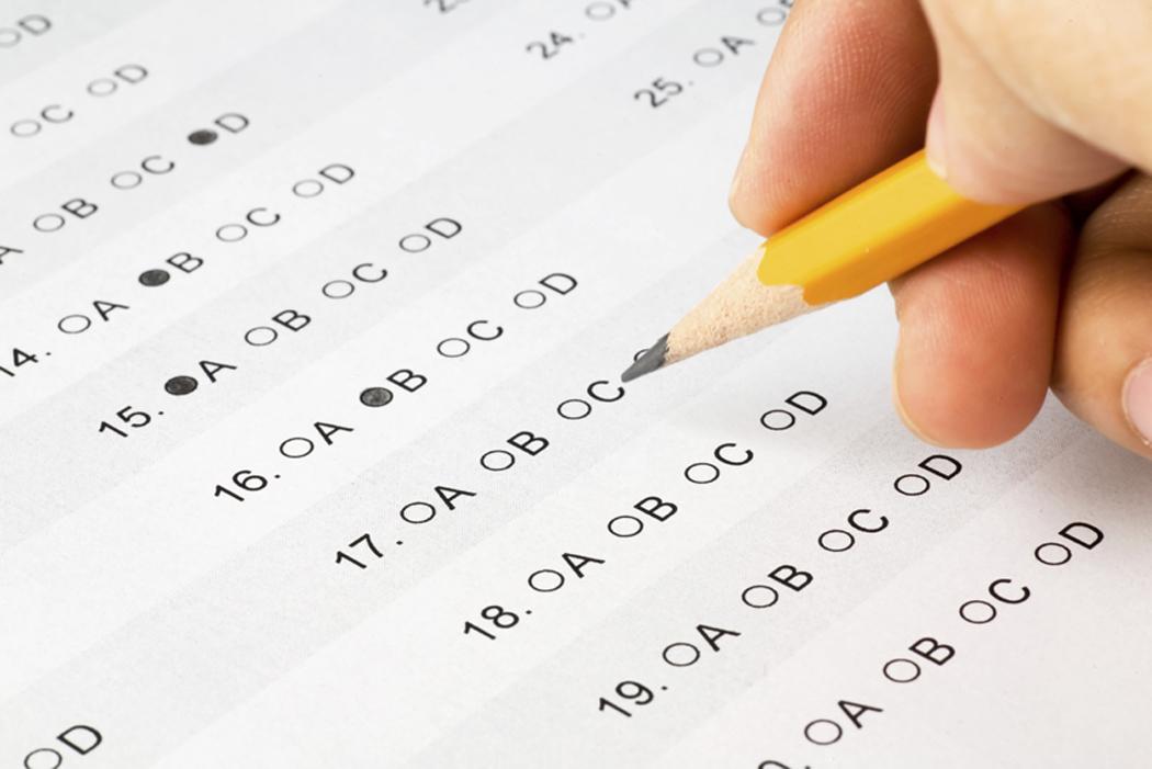 """ایف پی ایس سی کے تحت استانیوں کی اسامیوں پر ٹیسٹ کے دوران """"جوابی کاپیاں کم پڑنے"""" کا انکشاف"""