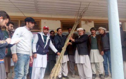 چترال: موسم بہار کے آغاز پر پی آر سی ایس کی طرف سے چترال میں شجرکاری مہم کا آغاز