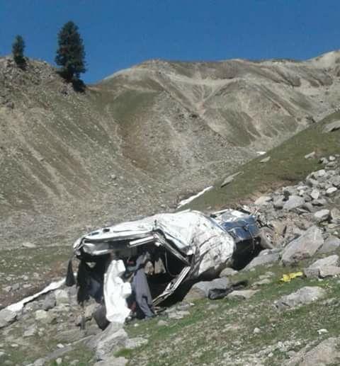 چترال کے بالائی علاقے شو گرام سے تعلق رکھنے والے ایک ہی خاندان کے پانچ افراد سپرد خاک