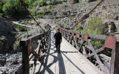 چترال کے وادی کوہ میں دریا پر پُلوں کی خستہ حالی کسی بھی وقت حادثے کا باعث بن سکتا ہے