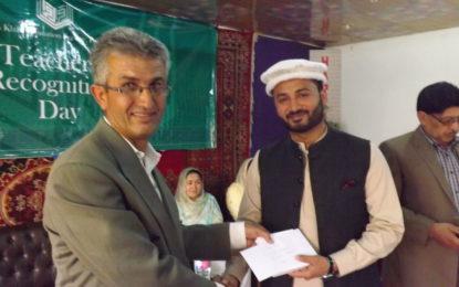 ہنزہ : آغا خان ایجوکیشن سروس کی جانب سے بہترین کارکردگی کا مظاہر ہ کرنے والے اساتذہ میں انعامی چیک تقسیم