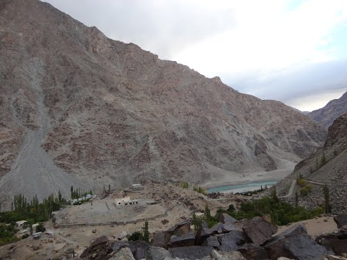 کھرمنگ کے علاقے گومہ پاری میں دو سال کے دوران ایک لنک روڑ مکمل نہ ہوسکا