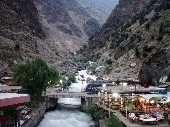 دریائے سندھ پر لگی چئیر لفٹ ٹوٹنے سے چار افراد دریا بُرد ہو گئے، پولیس