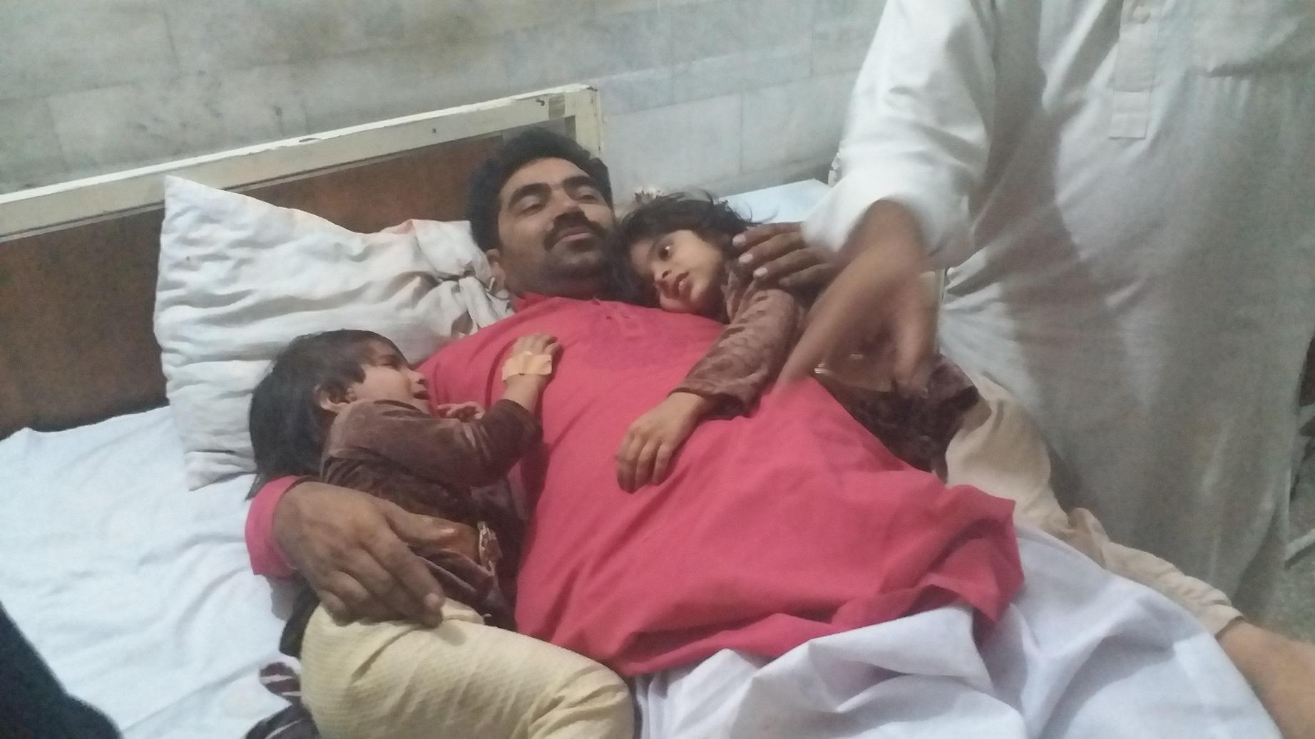 ضلع ٹھٹھہ سے تعلق رکھنے والے سیاحوں کی گاڑی کو حادثہ، تین افراد جان بحق، بارہ زخمی ہو گئے