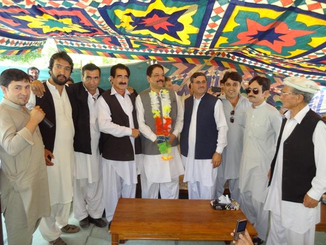 سابق اکاونٹنٹ جنرل پختونخوا نے پاکستان پیپلزپارٹی میں شمولیت اختیارکی،سلیم خان کی خدمات کو خراج تحسین