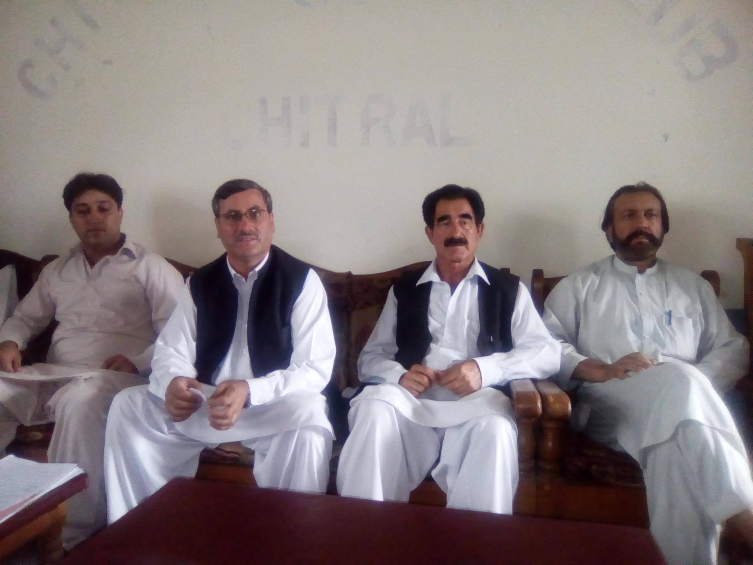 عمران خان، پرویز خٹک اور دیگر وزرا پرانے منصوبوں پر نئی تختیاں لگا کر لوگوں کو بیوقوف بارہے ہیں، ایم پی اے سلیم خان