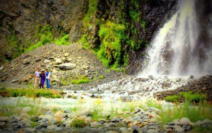 منٹھو کہ آبشاراور وادیِ کھرمنگ