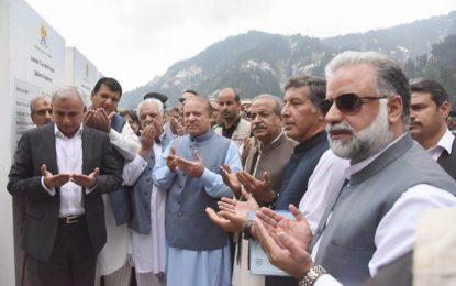 وزیر اعظم پاکستان میاں محمد نواز شریف نے لواری ٹنل کا افتتاح کردیا، چترال میں خوشی کی لہر دوڑ گئی