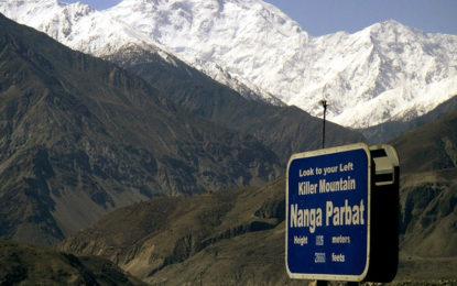 نانگا پربت کے عقب میں واقع مٹھاٹ ویلی سیلاب کی وجہ سے علاقے سے کٹ گیا