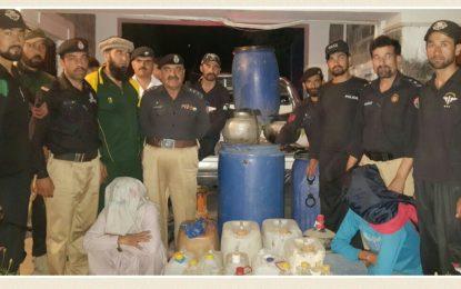 ہنزہ، مخبر کی اطلاع پر پولیس چھاپہ، 250 لیٹر شراب برآمد، دو افراد گرفتار ، ایف آئی آر درج