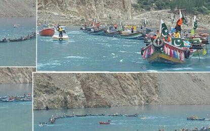 عطا آباد جھیل ششکٹ میں درجنوں کشتیوں پر مشتمل آزادی ریلی نکالی گئی