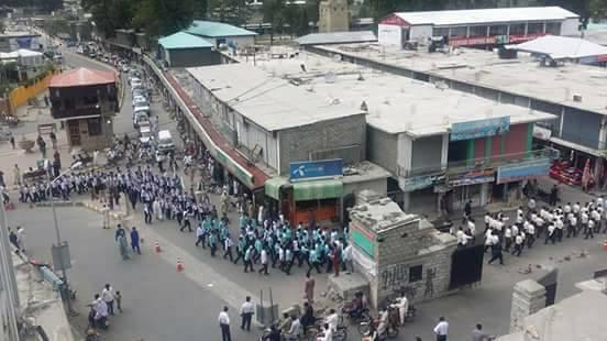 گلگت : میونسپل کارپوریشن اور ضلعی انتظامیہ نے نجی تعلیمی اداروں کے ساتھ ملکر یکجہتی ریلی نکالی