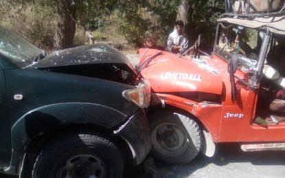 چترال: دو گاڑیاں آپس میں ٹکرا گئیں، چھ افراد زخمی