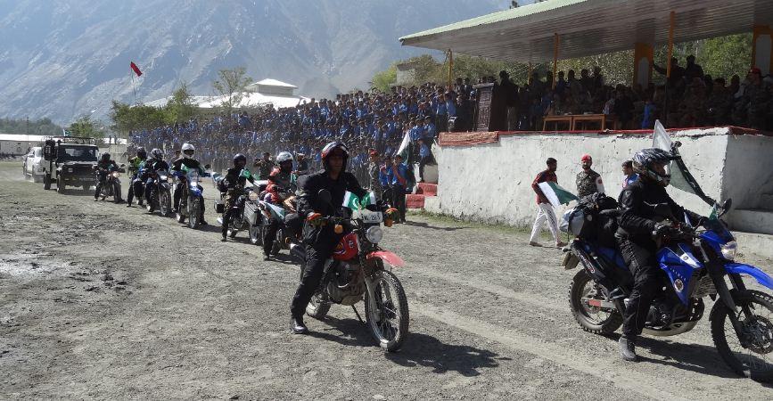 چترال : پاک آرمی کے زیر انتظام یوم آزادی اور امن موٹر ریلی کا آغاز